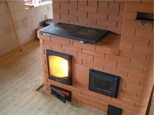 Печь-камин из кирпича для загородного дома
