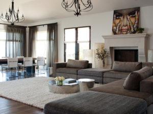 Какой дизайн можно выбрать для гостиной с камином?
