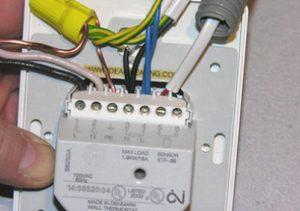 Как правильно подключить теплый пол к терморегулятору?