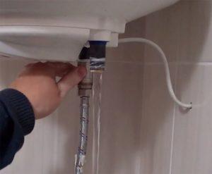 Как правильно можно слить воду с бойлера?