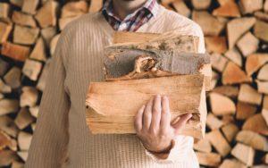 Как безопасно колоть дрова без топора?