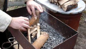 Как можно быстро разжечь уголь в мангале?
