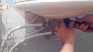 Как можно устранить жидкость из резервуара