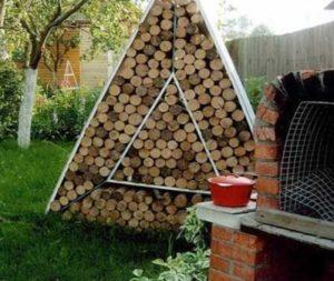 сделать поленницу для дров