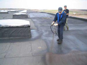 Как выбрать жидкую гидроизоляцию для крыши и где ее лучше купить